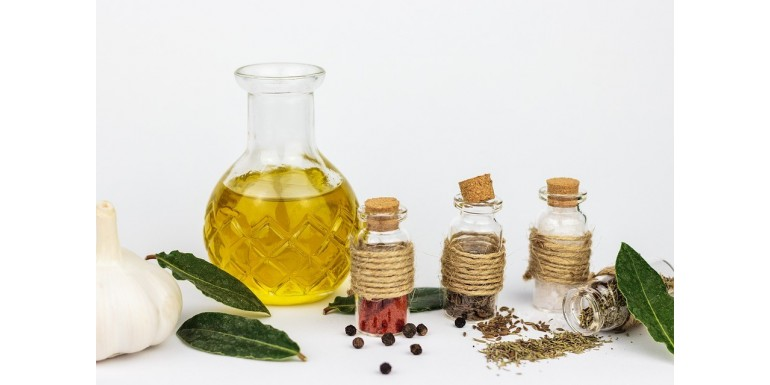 What's the difference between vegetable oils and essential oils